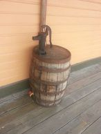 Water_barrel,_SAL_Depot,_Gainesville,_FL_(closeup)