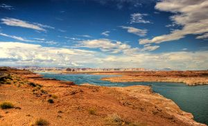 800px-Lake_Powell_in_Arizona