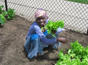 2009-youth-gardener-at-south-lincoln-park