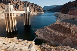 water_intakes_on_lake_mead_13543775033